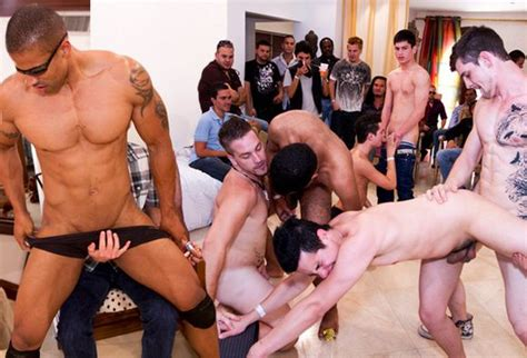 party male naked jpg 580x395